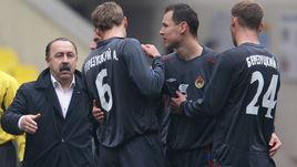 Валерий ГАЗЗАЕВ, Алексей (№6) и Василий (№24) БЕРЕЗУЦКИЕ с Сергеем ИГНАШЕВИЧЕМ.