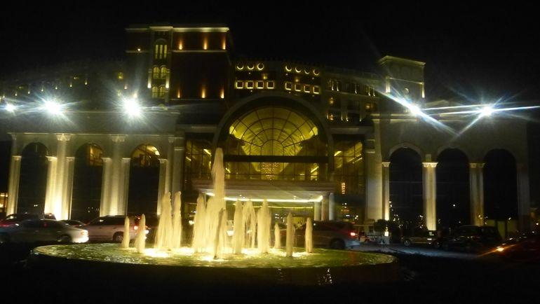 """Скромный фасад отеля Ritz-Carlton, где будет жить """"Спартак"""". Фото """"СЭ"""""""