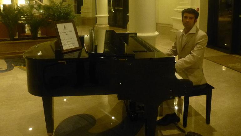 """Павел ПОГОРЕЛЬСКИЙ, пианист из Нижнего Новгорода, работающий в Ritz-Carlton. Фото """"СЭ"""""""
