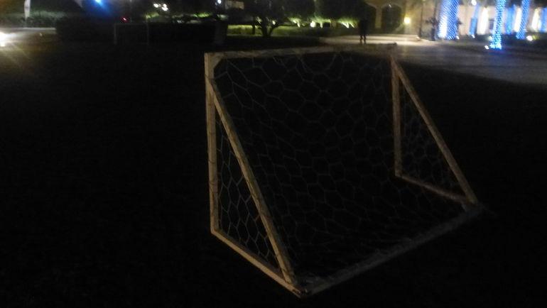 """Маленькие футбольные ворота на территории отеля, которые вряд ли будут использовать игроки """"Спартака"""" в качестве тренировочных. Разве что подурачиться. Фото """"СЭ"""""""