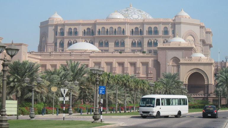 """Вид на Emirates Palace. Фото """"СЭ"""""""