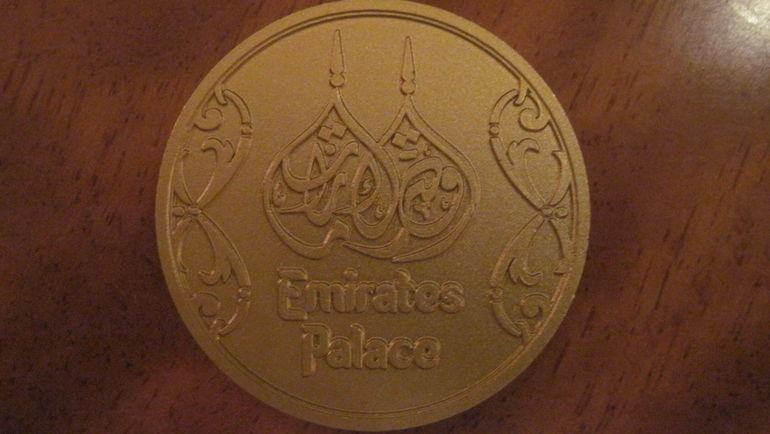 "Ключ-медаль от номера Emirates Palace. Фото ""СЭ"""