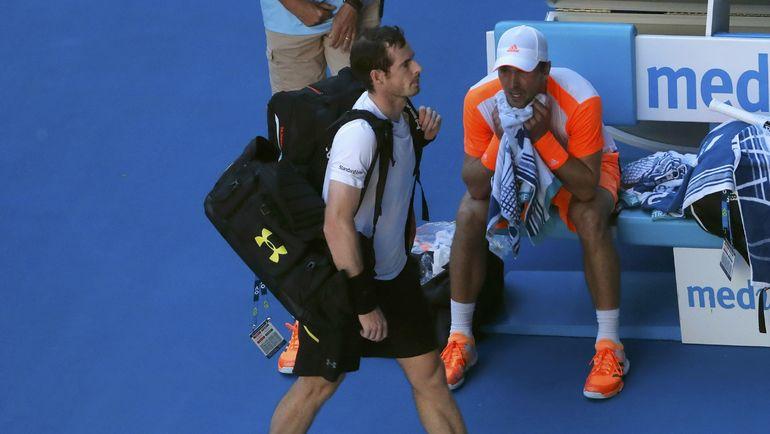 Воскресенье. Мельбурн. Энди МАРРЭЙ покидает Australian Open. Фото REUTERS
