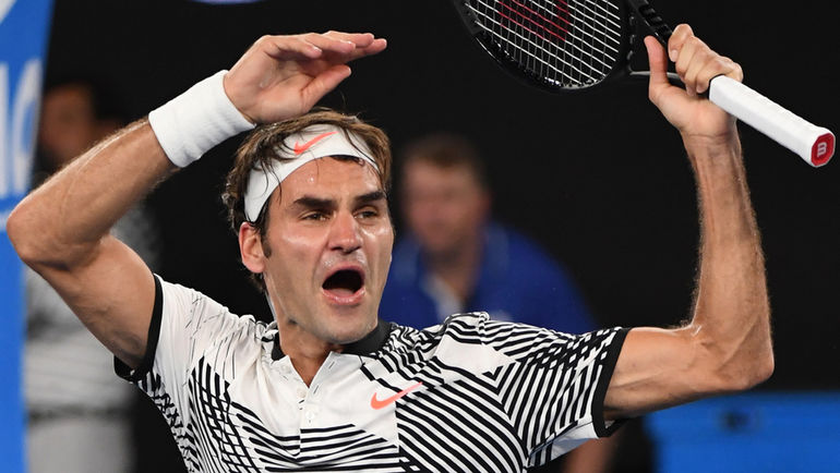 Суббота. Мельбурн. Роджер ФЕДЕРЕР празднует выход в четвертьфинал Открытого чемпионата Австралии. Фото AFP