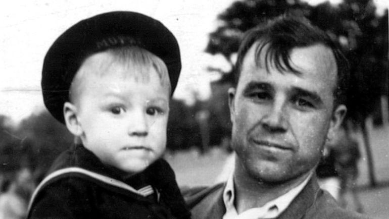 Виктор ЧАНОВ-старший с сыном Вячеславом. Фото из архива семьи Чановых