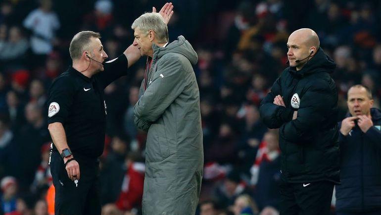 """Воскресенье. Лондон. """"Арсенал"""" - """"Бернли"""" - 2:1. Арсен ВЕНГЕР удален на 90+4 минуте. Фото AFP"""