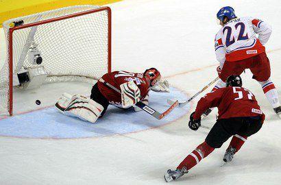 Сегодня. Мангейм. Канада - Чехия - 2:3. Крис МЭЙСОН пропускает шайбу от Лукаша Каспара. Фото AFP Фото AFP