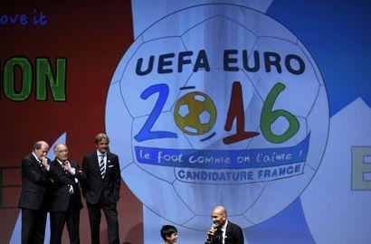 Сегодня. Женева. Французскую заявку на проведение Euro-2016 представляет Зинедин ЗИДАН. Фото AFP Фото «СЭ»