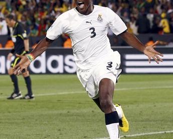 Нападающий сборной Ганы Асамоа ГЬЯН празднует забитый гол в ворота Сербии. Фото REUTERS Фото Reuters