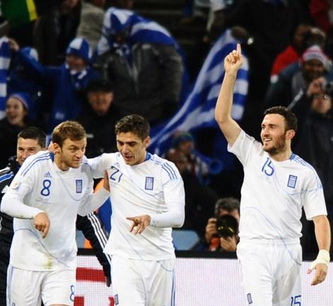 Сегодня. Блумфонтейн. Греция - Нигерия - 2:1. Футболисты сборной Греции празднуют победный гол. Фото AFP Фото AFP