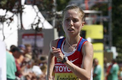 Анися КИРДЯПКИНА (слева), Ольга КАНИСЬКИНА (в центре) и Вера СОКОЛОВА после финиша. Фото AFP Фото AFP