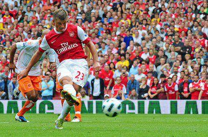 """Суббота. Лондон. """"Арсенал"""" - """"Блэкпул"""" - 6:0. Андрей АРШАВИН исполняет пенальти. Фото AFP Фото AFP"""