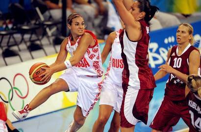 2008 год. Пекин. Олимпийские игры. В игре разыгрывающая сборной России Ребекка ХЭММОН. Фото AFP Фото AFP