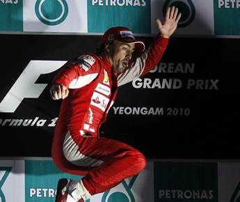 "Сегодня. Йонам. Фернандо АЛОНСО празднует победу на ""Гран-при Кореи"". Фото REUTERS Фото Reuters"