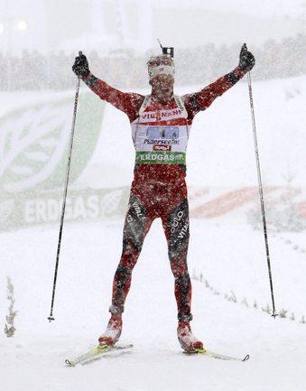 Тарьяй БЕ приносит победу сборной Норвегии в эстафете. Фото REUTERS. Фото «СЭ»