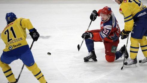 Сегодня. Стокгольм. Швеция - Россия - 6:2. В атаке - Евгений КУЗНЕЦОВ. Фото AFP Фото AFP