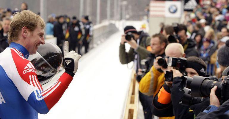Воскресенье. Кенигзее. Александр ЗУБКОВ - чемпион мира в двойках. Фото REUTERS Фото Reuters