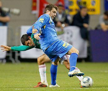 Свой последний на сегодняшний день официальный матч Звездан МИСИМОВИЧ (справа) провел 9 февраля в составе сборной Боснии против мексиканцев. Фото AFP Фото AFP