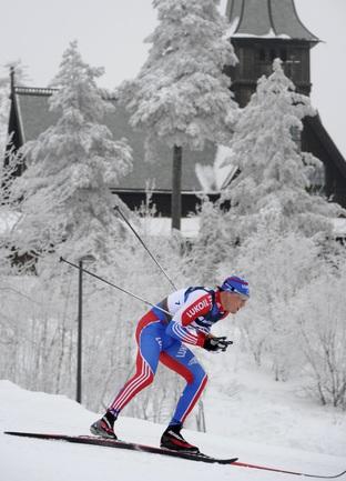 Александр ЛЕГКОВ на трассе в Холменколлене. Фото AFP