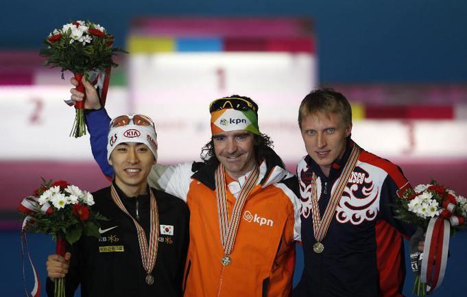 Сегодня. Инцелль. Чемпион мира-2011 на дистанции 5000 м Боб де Йонг (слева) и Иван СКОБРЕВ. Фото REUTERS Фото Reuters
