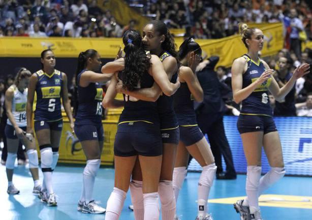 Волейболистки сборной Бразилии после поражения от России в финале чемпионата мира-2010. Фото REUTERS Фото Reuters