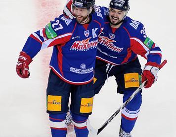 Виталий АТЮШОВ (слева) и Евгений ВАРЛАМОВ. Фото Сергей ТЕРЕНТЬЕВ, КХЛ Фото «СЭ»