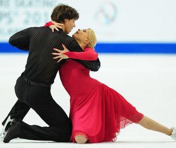 Серебряные призеры чемпионата Европы-2011 в танцах на льду Екатерина БОБРОВА и Дмитрий СОЛОВЬЕВ. Фото AFP