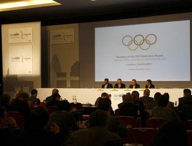 Сегодня. Лондон. Пресс-конференция членов исполкома МОК во главе с президентом Жаком РОГГЕ. Фото AFP Фото AFP