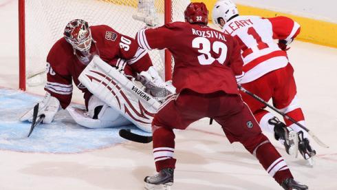 """Сегодня. Финикс. """"Финикс"""" - """"Детройт"""" - 3:6. Голкипер """"Койотов"""" Илья БРЫЗГАЛОВ завершает сезон в НХЛ. Фото AFP Фото «СЭ»"""