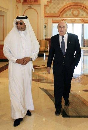 Президент ФИФА Йозеф БЛАТТЕР и глава Азиатской конфедерации футбола Мохаммед БИН ХАММАМ. Фото REUTERS Фото «СЭ»
