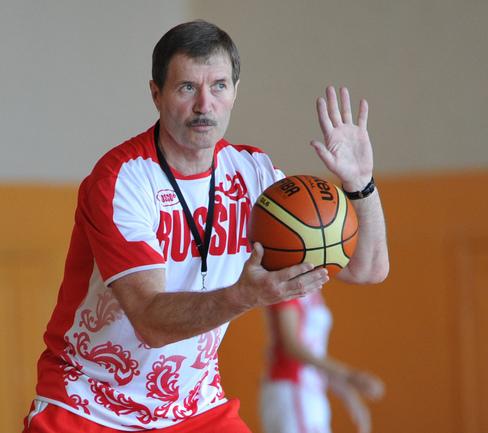тренер по баскетболу фото состоит