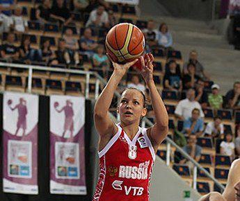 Разыгрывающая сборной России Алена ДАНИЛОЧКИНА в полуфинале Евробаскета набрала 18 очков. Фото FIBA-Europe Фото «СЭ»