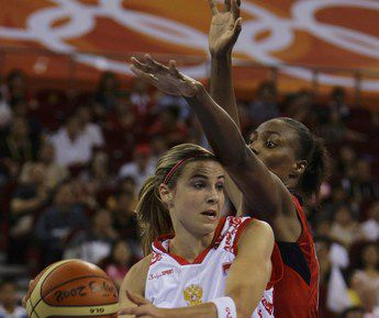 На пекинской Олимпиаде Бекки ХЭММОН была основной разыгрывающей сборной РОССИИ. Фото REUTERS Фото Reuters
