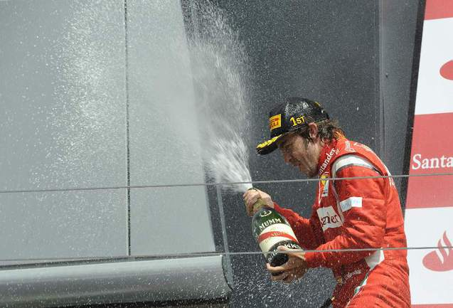 """Победитель """"Гран-при Великобритании"""" Фернандо АЛОНСО. Фото AFP Фото «СЭ»"""