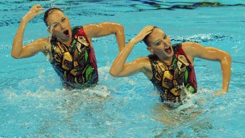 Понедельник. Шанхай. Наталья ИЩЕНКО и Светлана РОМАШИНА представляют свою техническую программу. Фото AFP Фото AFP