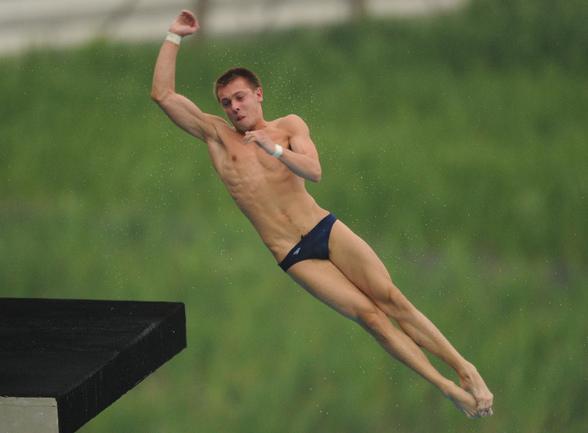 Сегодня. Шанхай. Виктор МИНИБАЕВ в финале прыжков с 10-метровой вышки. Фото AFP Фото AFP
