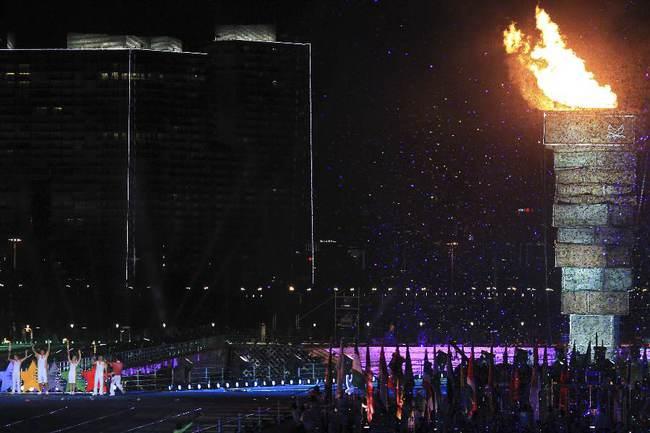 Накануне в Шэньчжэне был зажжен огонь Универсиады. Фото REUTERS Фото Reuters
