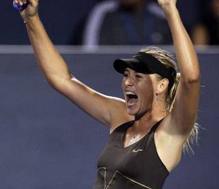 Суббота. Цинциннати. Мария ШАРАПОВА празднует победу над Верой Звонаревой в полуфинале Western & Southern Open. Фото REUTERS Фото Reuters