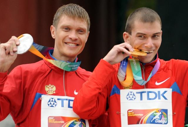 Сегодня. Тэгу. Денис НИЖЕГОРОДОВ (слева) и Сергей БАКУЛИН. Фото AFP Фото AFP