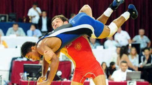 Бесик КУДУХОВ побеждает в финале чемпионата мира Франклина ГОМЕСА. Фото REUTERS Фото Reuters