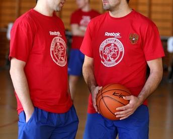 Хоккеисты сборной России Данис ЗАРИПОВ (слева) и Александр РАДУЛОВ. Фото КХЛ Фото «СЭ»