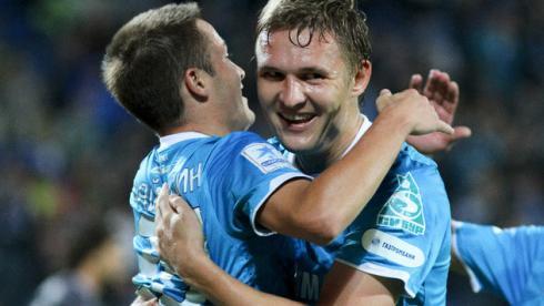 В матче с волжанами Александр БУХАРОВ (справа) и Виктор ФАЙЗУЛИН забили по голу. Фото Виктор САВИЧА Фото «СЭ»