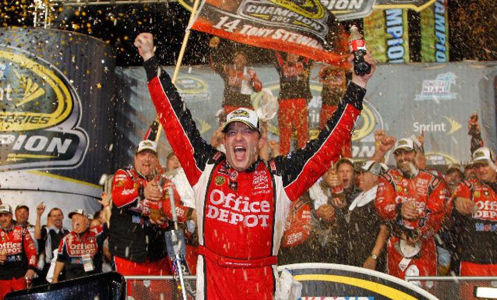 С двумя чемпионскими титулами Стюарт был просто успешным пилотом. Гонка в Майами сделала его легендой NASCAR Фото «СЭ»