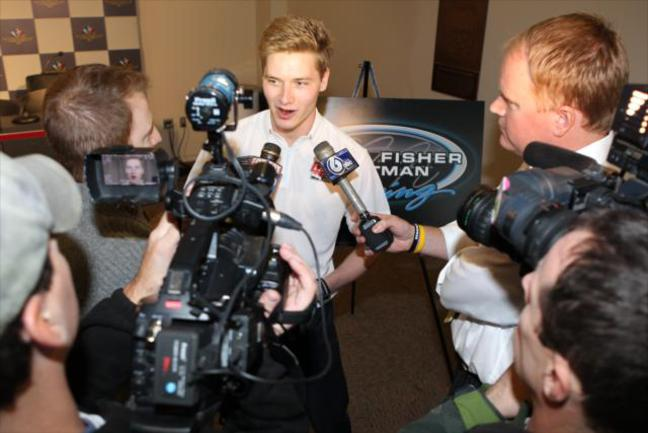 На пресс-конференции, посвященной подписанию контракта с новой командой, Джозеф Ньюгарден охотно обсуждал любые темы - кроме темы мотора Фото «СЭ»