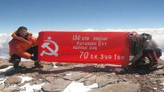 Знамя Победы в Гималаях Фото «СЭ»