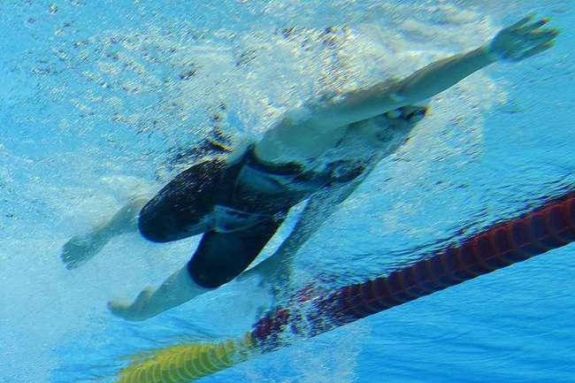 Вчера. Лондон. Победный финиш Е ШИВЭНЬ в олимпийском финале на дистанции 400 метров комплексным плаванием. Фото AFP