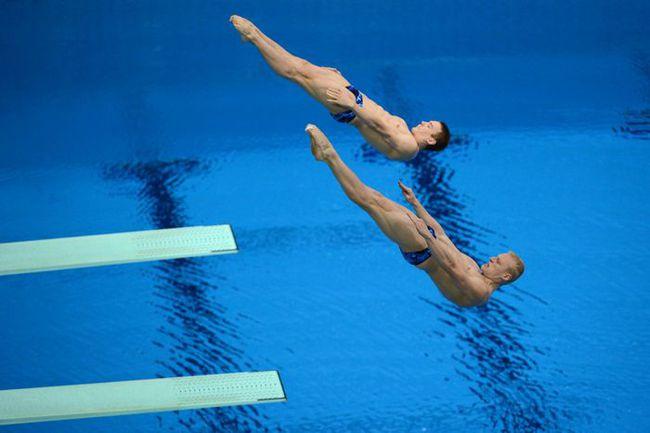 Сегодня. Лондон. Илья ЗАХАРОВ и Евгений КУЗНЕЦОВ приносят России серебро в синхронных прыжках с 3-метрового трамплина. Фото AFP Фото AFP