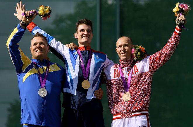 Сегодня. Лондон. Василий МОСИН (справа) на церемонии награждения. Фото AFP