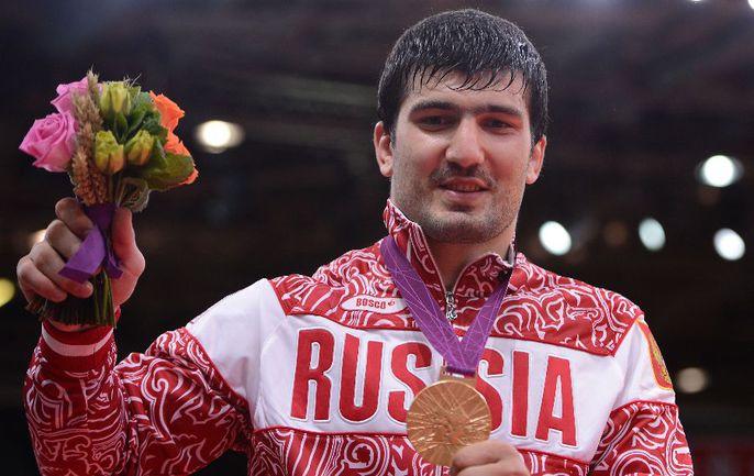 """Сегодня. Лондон. Тагир ХАЙБУЛАЕВ с золотой олимпийской медалью. Фото AFP Фото """"СЭ"""""""