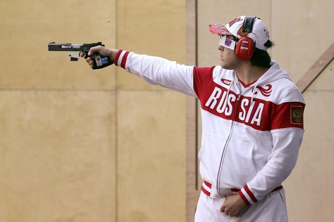 Сегодня. Лондон. Алексей КЛИМОВ после победы в квалификации занял лишь четвертое место в финале. Фото AFP